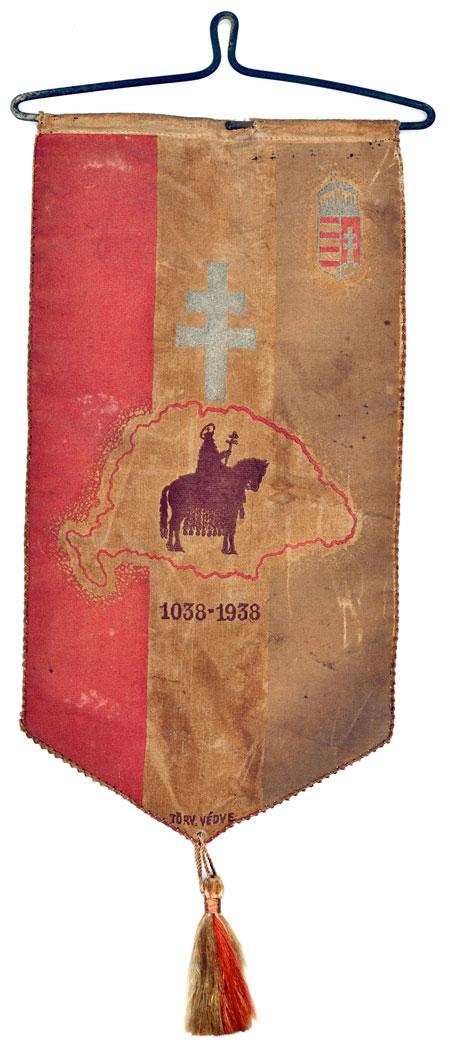 Az 1938-as Eucharisztikus Kongresszus, és Szent István király halálának 900 éves évfordulójának emlékzászlója.
