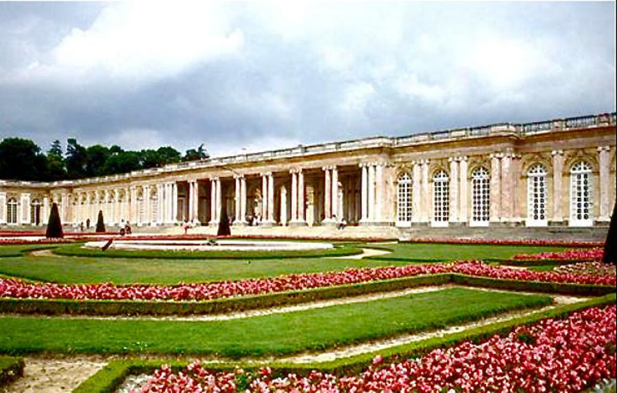 """A Versailles-i Nagy-Trianon palotában írták alá """"békeparancsot"""""""