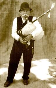 Kása Béla: Pál István dudás, 1919-2015